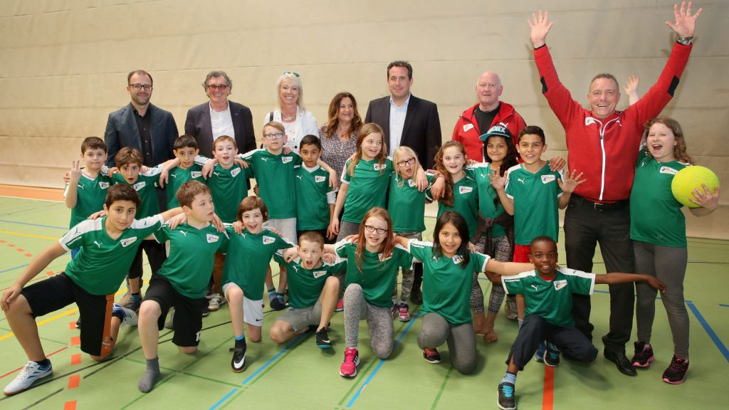 "Sporthalle, Astrid-Lindgren-Schule / Rotary prŠsentiert Projekt ""Team for Winners"""
